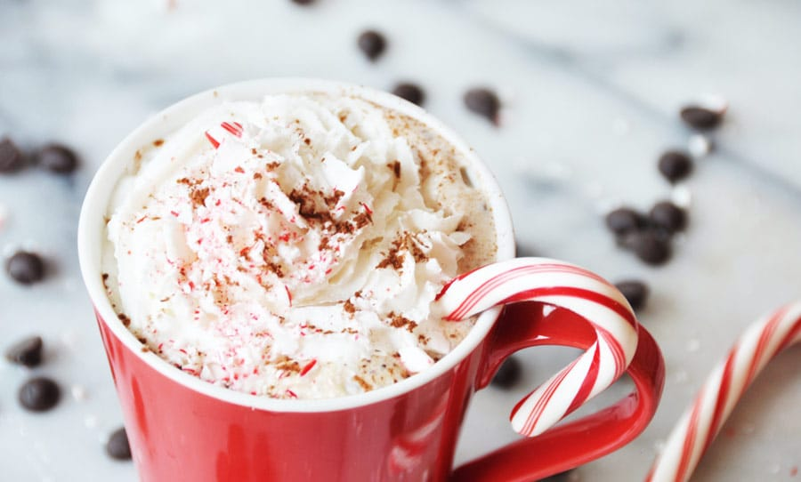 Vegan Peppermint Mocha! Make your own peppermint mocha at home. This recipe is easy and delicious. www.veganosity.com