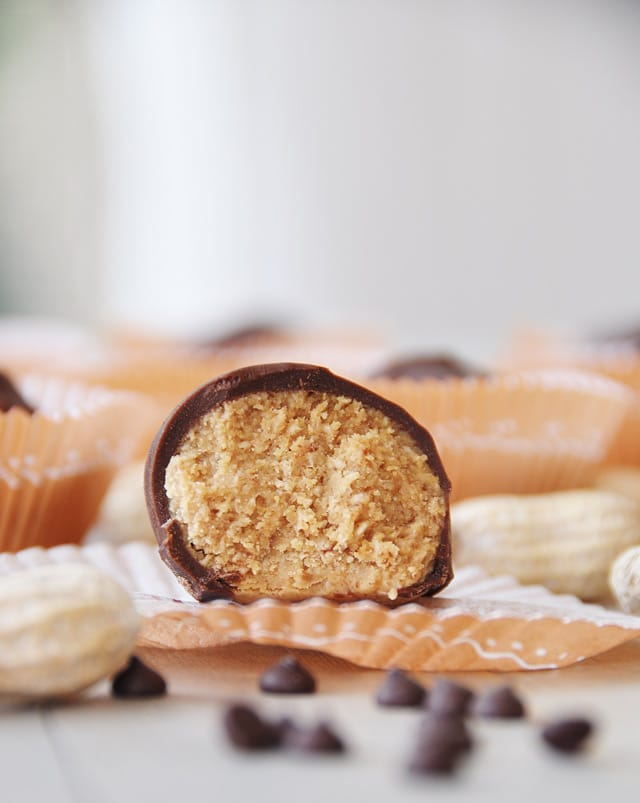 No Bake Peanut Butter Cup Energy Bites