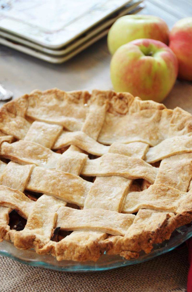 Homemade Apple Cinnamon Pie