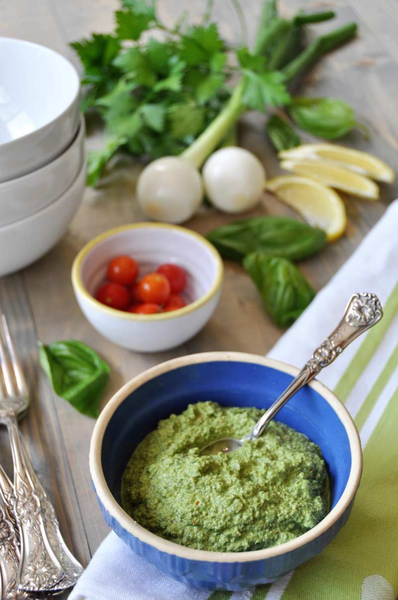 An easy one-step green sauce recipe with fresh basil and parsley! Perfect with zoodles or on a salad or pasta! www.veganosity.com