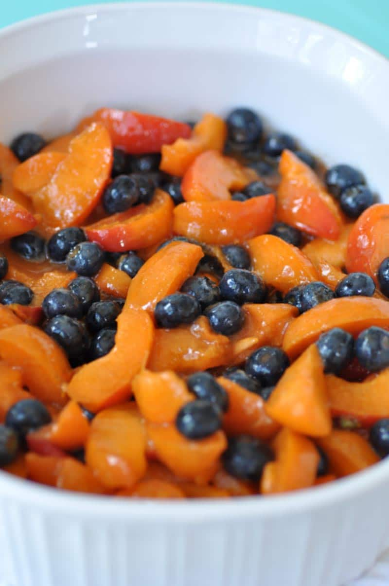 This vegan blueberry apricot crisp recipe is so sweet, so tart, and so delicious. The crispy topping turns plain fruit into the perfect dessert. www.veganosity.com