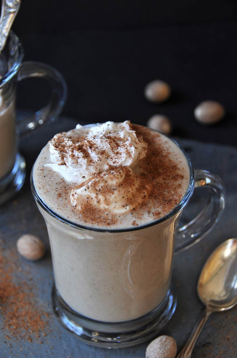 A healthy holiday smoothie recipe that will make you feel good! www.veganosity.com