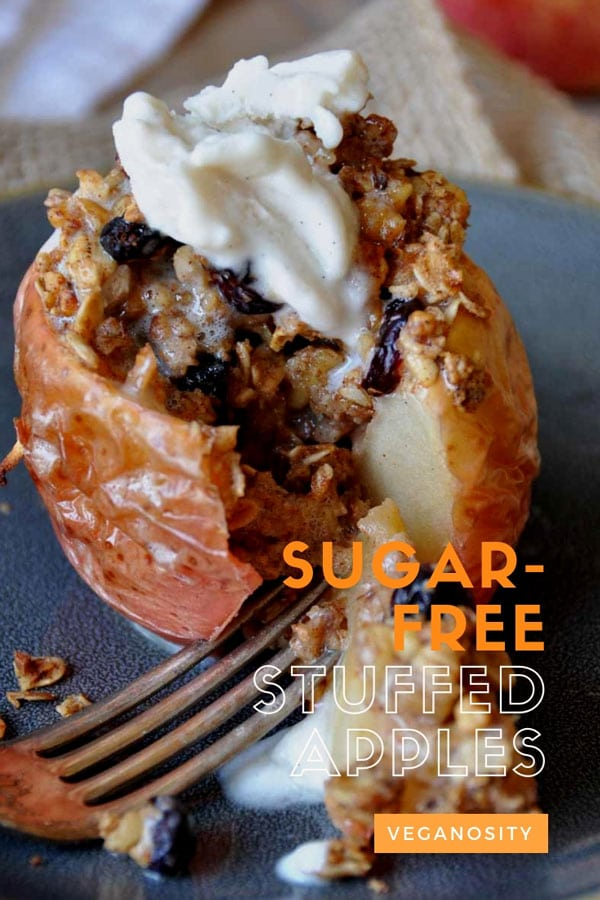 Refined sugar-free stuffed apples! A delicious and easy healthy dessert! #vegan #apple #dessert