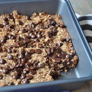 Vegan and Gluten-free protein breakfast bars. Homemade with peanut butter, hemp seeds, quinoa, and other healthy ingredients.