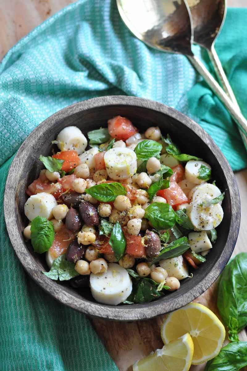 Fresh and easy chickpea salad with lemon dressing. Healthy and delicious!