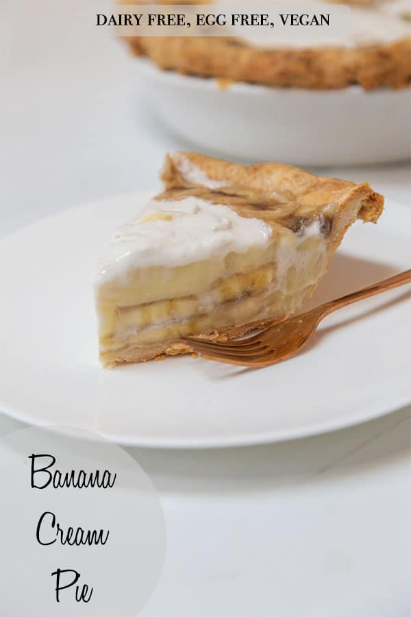 A Pinterest pin for banana cream pie with a picture of the slice of pie on a white plate and a copper fork.